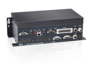 Der Digitalcontroller übernimmt alle notwendigen Berechnungen, um die vom Anwender in kartesischen Koordinaten vorgegebenen Fahrbefehle für das parallelkinematische Sechsachssystem umzusetzen. Bild: PI