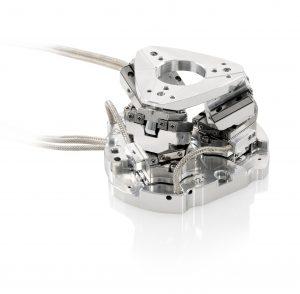 Handtellergroße, parallelkinematische SpaceFABs haben sechs Bewegungsachsen und eigen sich für viele Anwendungen in Mikroproduktion und Qualitätssicherung. Bild: PI