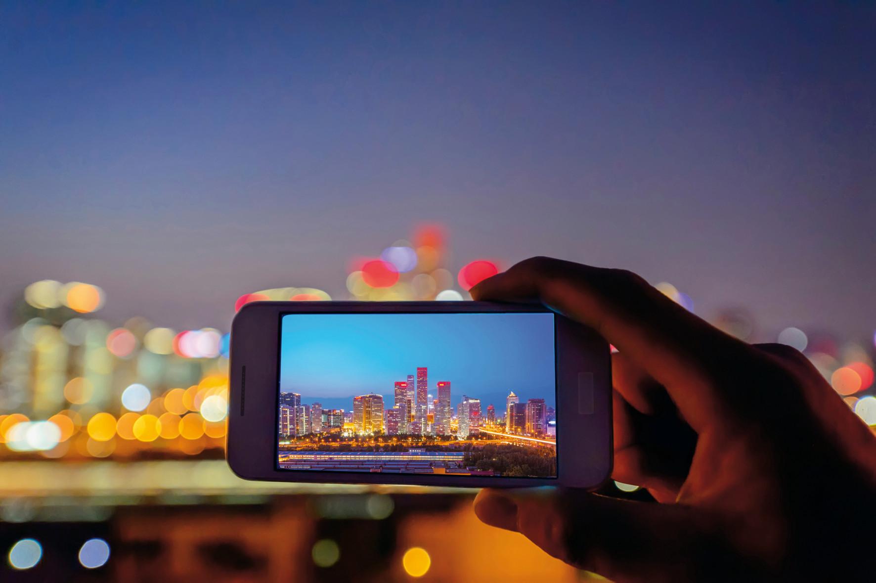 Scharfe Aufnahmen auch ohne Stativ zu erhalten und damit das natürliche Zittern der Hand oder Vibrationen eines Fahrzeugs auszugleichen, zählt heute zu den wichtigen Anforderungen an moderne Kamerasysteme. Bild: PI