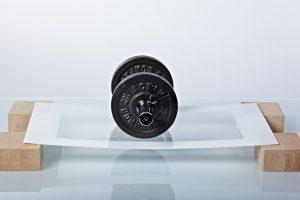 Die patentierte Schutz-Glasplatte ist speziell gehärtet, trotzdem noch flexibel und biegsam und minimiert so die Verletzungsgefahr bei Bruch. Bild: PEAKnx