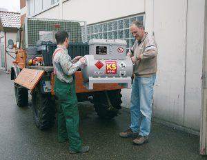 Für den harten Einsatz in Bau und Forst: Behälter aus Stahl mit einem explosionsdruckfesten Behälter. Bild: CEMO