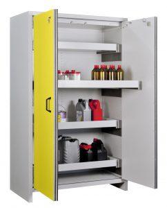 In Schränken mit Feuerschutzklasse F30 oder F90 mit separater Abluftführung dürfen auch hoch entzündliche Stoffe für die Fertigung vor Ort am Arbeitsplatz gelagert werden. Bild: CEMO