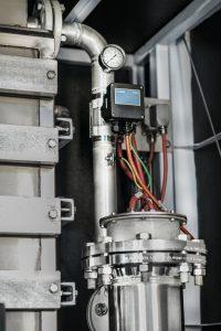 Der MID Durchflussmesser misst zur Überwachung des Wärmetauschers die aktuelle Schmutzwassermenge. Bild: Bürkert