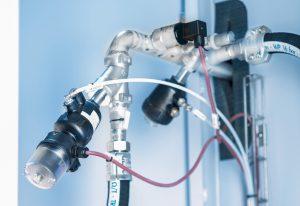 Das wartungsfreie Schrägsitzventil besteht aus einem sehr robusten, pneumatisch betätigten Kolbenantrieb und einem 2-Wege-Ventilgehäuse. Bild: Bürkert