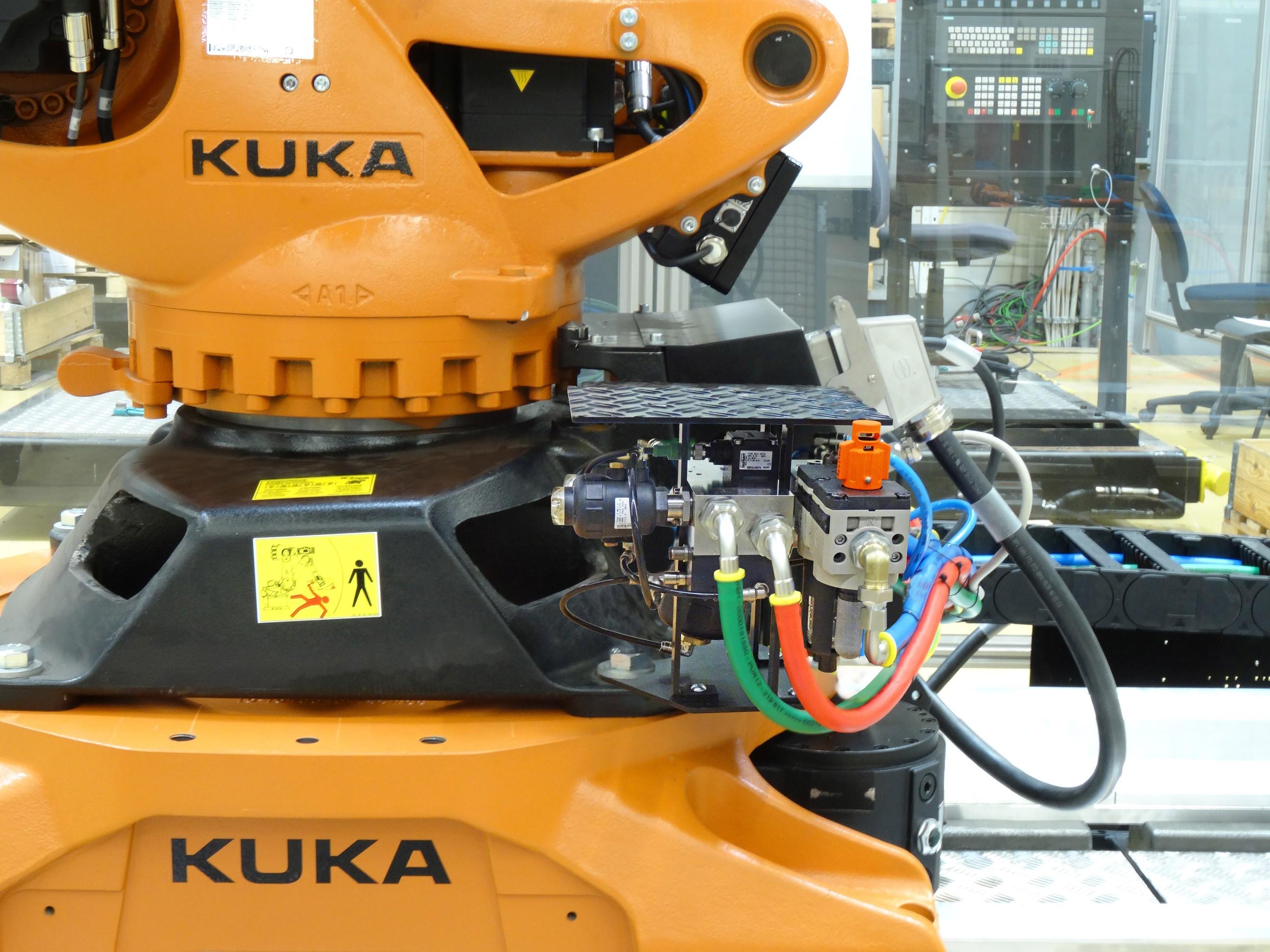 Die Montage ist prozessnah möglich, z.B. direkt auf der Roboterplattform neben der Versorgungseinheit. Bild: Bürkert