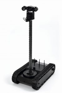 Drei Stahlbänder verbinden sich beim Ausfahren nach dem Reißverschlussprinzip. Aus den biegsamen Bändern wird so ein stabiler Mast, der je nach Ausführung bis zu 12 m lang sein kann. Bild: progenoX