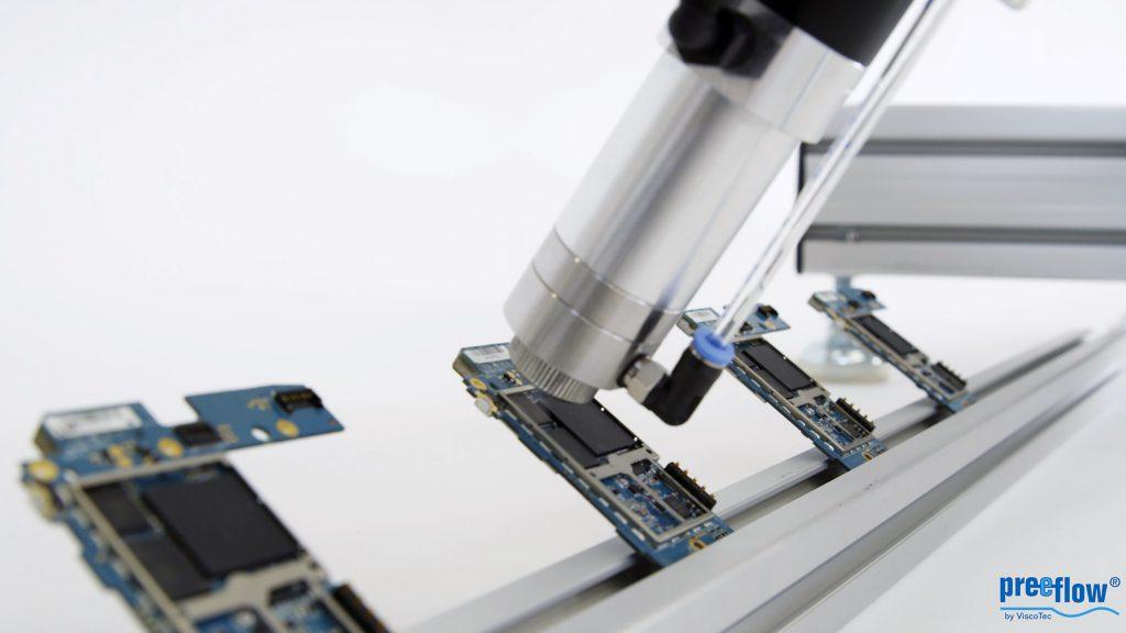 Die kleinen Dosierer sind weltweit in den unterschiedlichsten Branchen im Einsatz, oft rund um die Uhr und sieben Tage in der Woche. Bild: ViscoTec