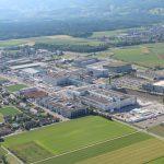 Luftaufnahme der drei Hauptgebäudeteile des neuen Logistikstandorts von Coop in Schafisheim. Bild: Coop