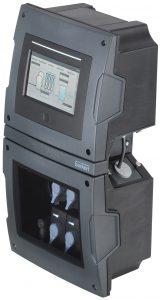 Das Online-Analyse-System Typ 8905 wird als Standard in einem beständigen und kompakten Kunststoffgehäuse installiert, das in der erweiterbaren Grundversion mit bis zu sechs Messwürfeln bestückt werden kann. Bild: Bürkert