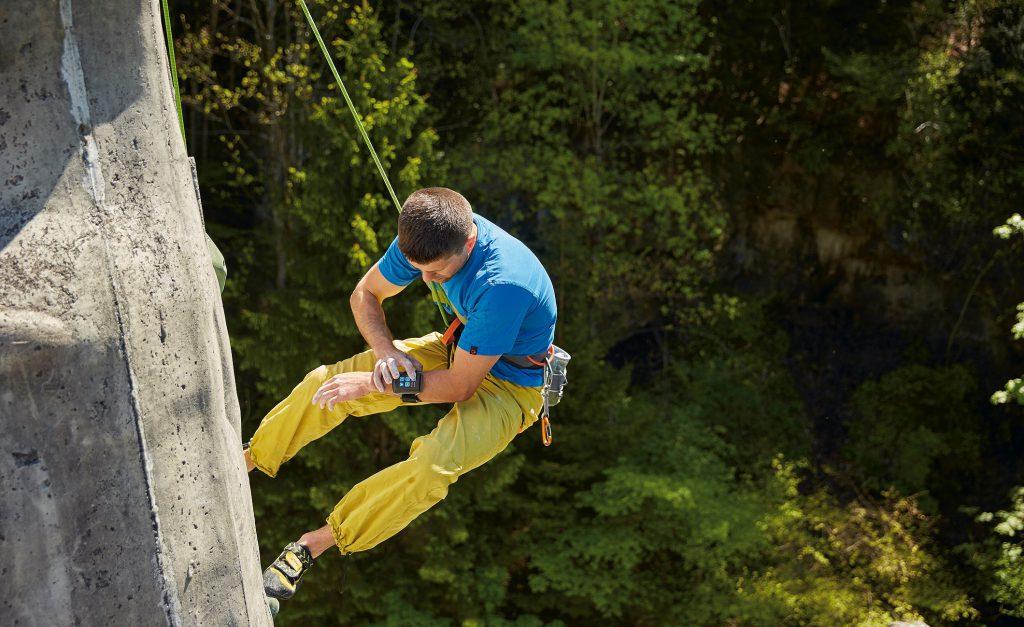 Elektronischer Kletterpartner für Industrie und Freizeit: Allein in Deutschland stehen ca. 300.000 Strommasten. Dazu kommen immer mehr schwer zugängliche Anlagen wie beispielsweise Kranausleger. Die Kosten für die vorgeschriebene Sicherung lassen sich hier deutlich reduzieren. Kletterhallen, Hochseilgärten und Sportkletterer sind weitere potenzielle Anwender. Bild: FAULHABER