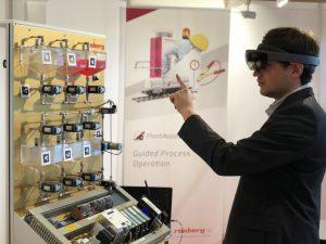 Stefan Stegmüller untersuchte den Praxisnutzen der Microsoft HoloLens für die Prozessindustrie. Bild: Rösberg