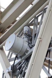 Mit einem parametrierbaren Frequenzumrichter-Antrieb lässt sich das Drehmoment überwachen und der Zug auf der Leitung auf eine geringstmögliche Leitungsbeanspruchung einstellen. Bild: Hartmann und König