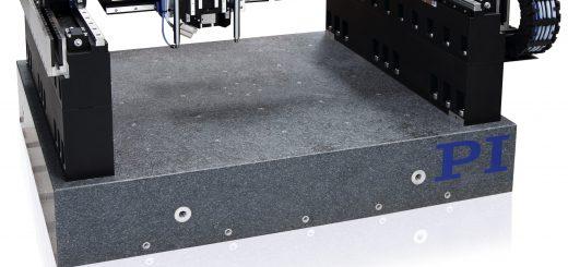 Die Gantry-Systeme mit ihrer hohen Steifigkeit, aber leichten Bewegungsplattformen bieten einen hohen Durchsatz bei geringen Resonanzen. Kabelmanagement und Bedienung sind dahingehend optimiert, dass vertikale Bewegungsachsen, Autofokus-Sensoren und ein Zuführsystem für den Laser ergänzt werden können. Bild:: PI