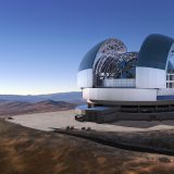 Das European Extremely Large Telescope (ELT) wird einen Hauptspiegel mit ca. 39 Metern Durchmesser haben, der aus ca. achthundert sechseckigen Spiegelelementen zusammengesetzt ist, und soll 2024 sein erstes Licht sehen. Bild: ESO