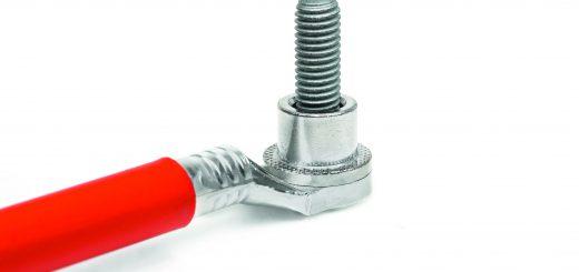 Sorgt für sichere Stromversorgung in Fahrzeugen: Mit torsionaler Ultraschall-Technik verschweißter Anschlussbolzen. Bild: Telsonic