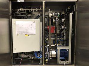 Die kompakte Größe und das geringe Gewicht ermöglichen zudem eine unkomplizierte Installation im Schaltschrank. Die Einbaulage ist beliebig, dadurch lässt sich das Display gut ablesen und der Durchflussmesser ist bei der Inbetriebnahme für die Konfiguration gut zugänglich. Bild: L.B. Bohle Maschinen + Verfahren GmbH