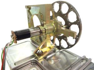 Das Filterrad rotiert vor den beiden Weitwinkelkameras. Für scharfe Bilder müssen die Objektivfilter exakt positioniert werden. Bild: ESA/ATG medialab
