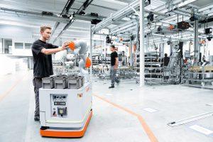 Kollaborative Roboter bringen etliche, lukrative Vorteile: Die Produktion wird flexibler, Zykluszeiten verkürzen sich, Mitarbeiter werden entlastet und die Effizienz steigt deutlich. Bild: KUKA AG