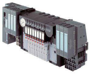 Ein Meilenstein für die Verfahrenstechnik: Durch die vollständige Hardwareintegration der Ventilinsel Typ 8644 AirLINE in das dezentrale Peripheriesystem SIMATIC ET 200S von Siemens konnten 2002 erstmals in einem Schaltschrank elektrische und pneumatische Signale über nur eine Busanbindung gesteuert werden. Bild: Bürkert