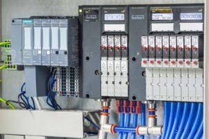 Die neue Ventilinsel AirLINE SP Typ 8647 ist vollständig in das dezentrale Peripheriesystem SIMATIC ET 200SP integriert und garantiert durch entsprechende Softwarefiles die nahtlose Integration in die Siemens-Automatisierungswelt. Bild: Bürkert