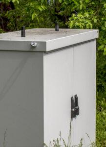 Ein Baustein zum Schutzziel Verfügbarkeit sind vandalismussicher montierbare Antennen. Bild: Welotec