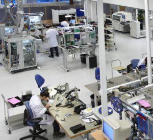 Die Kommunikationsexperten unterstützen von der Entwicklung eines Lösungskonzepts bis zur Fertigung, Qualitätssicherung, Lagerhaltung und Lieferung und das über Jahre hinweg, also bis die Produktion des Produkts eingestellt wird. Bild: HMS