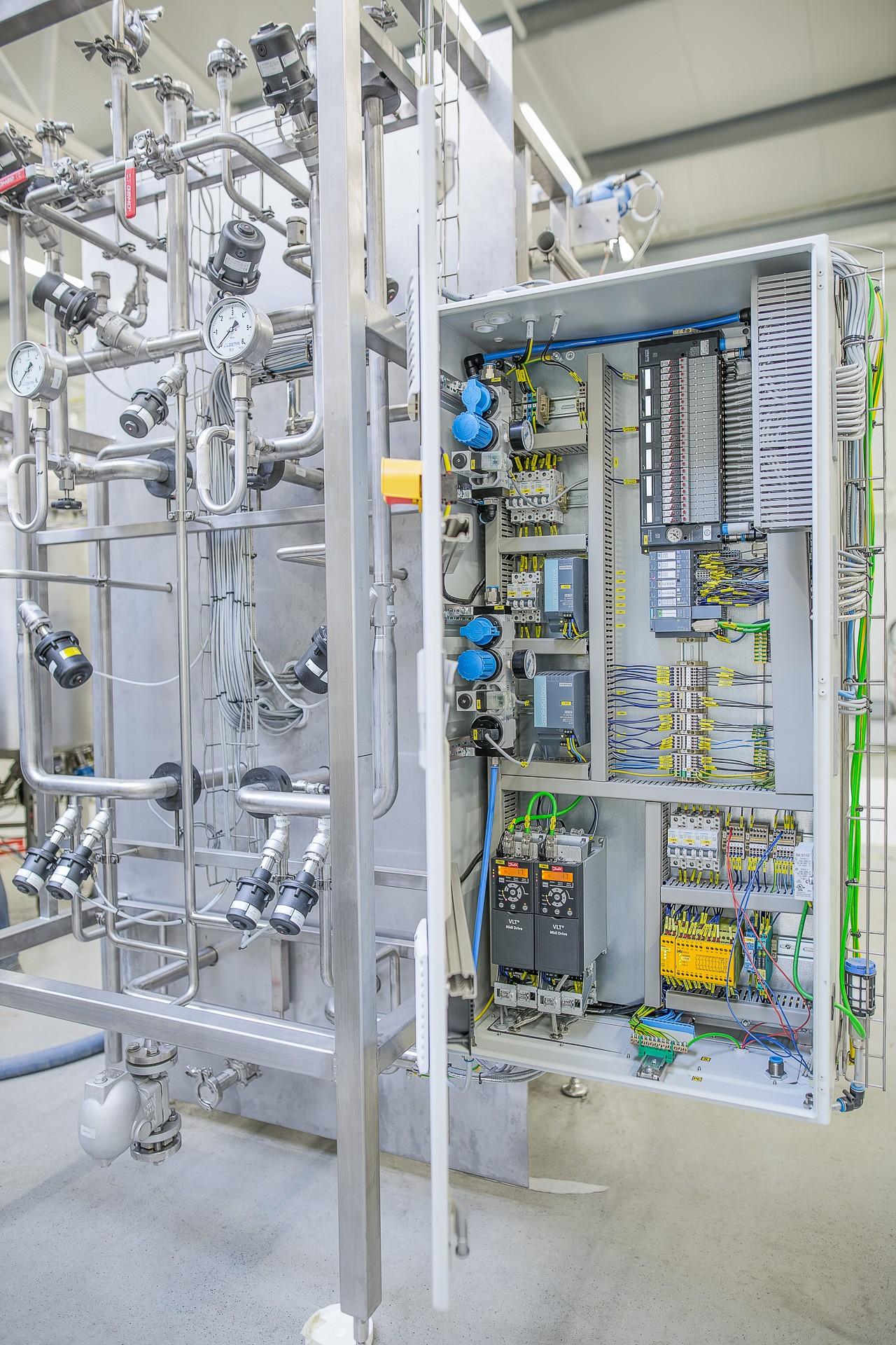 Fermentationsanlage zur Insulinproduktion: Insgesamt 20 Ventilinseln übernehmen die elektropneumatische Integration. Bild: ZETA