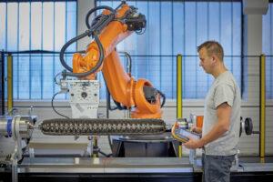 Automatisierte Wicklung per Roboter für höchste Qualität und große Stückzahlen. Bild: Mark Hydraulik