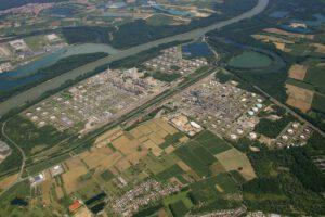 Die Mineraloelraffinerie Oberrhein (MiRO) in Karlsruhe ist Deutschlands größte Raffinerie. Bild: MiRO