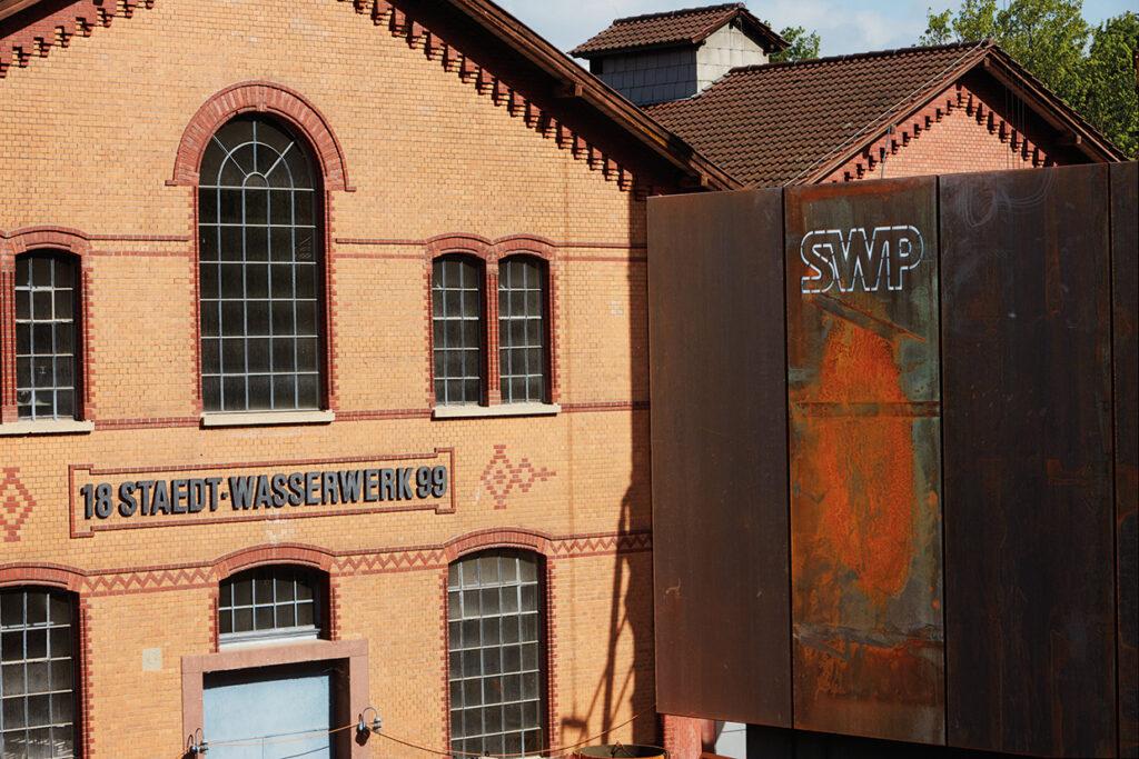Das Wasserwerk Friedrichsberg ist das älteste und größte Wasserwerk der Stadtwerke Pforzheim. 2018 wurde es um eine Ultrafiltrations- und Niederdruck-Umkehrosmoseanlage erweitert. Bild: Stadtwerke Pforzheim