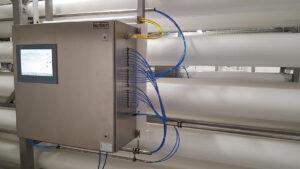 Das Permeat-Monitoring-System kommuniziert mit der übergeordneten Steuerung der Trinkwasseraufbereitungsanlage und mit dem Leitsystem des Wasserwerks. Dadurch haben die verantwortlichen Mitarbeiter den Zustand der Filtermodule immer im Blick. Bild: Bürkert Fluid Control Systems