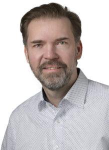 """Christian Koch, Teamleiter Stromversorgungen bei der Gebrüder Frei GmbH: """"Als Komplettanbieter für Stromversorgungen produzieren und liefern wir kostengünstig das volle Programm: die flexibel einsetzbare Standardkomponente ebenso wie die detailliert individuelle Lösung, die in enger Zusammenarbeit mit dem Kunden entwickelt werden."""" Bild: Gebrüder Frei GmbH"""