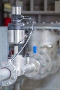 Luftdurchflussregler mit geschlossenem Regelkreis: Zuverlässige Luftmengenregelung für die stabile Förderung von Schüttgütern. Bild: Bürkert Fluid Control Systems