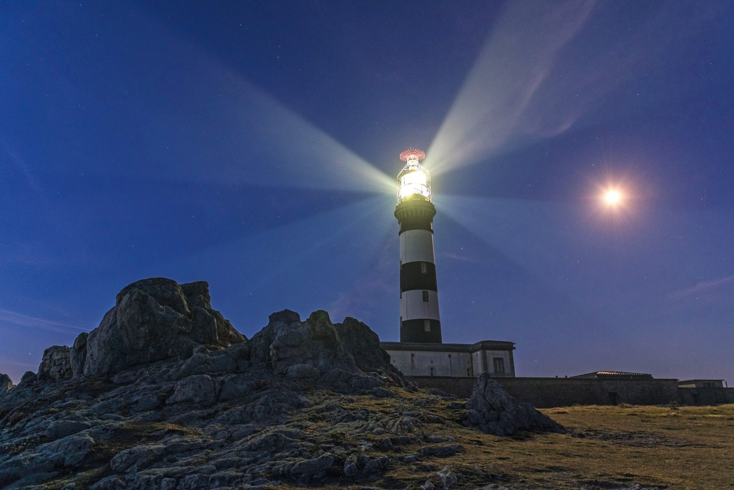 Nirgends auf der Welt gibt es so viele imposante Leuchttürme wie an den Küsten Frankreichs. Bild: Ivan Dragiev - stock.adobe.com