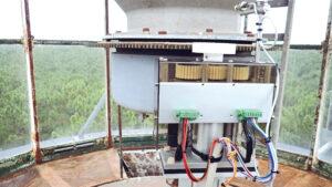 Sollte ein Motor ausfallen, schaltet die Anlage im Leuchtturm automatisch auf den zweiten Motor um und meldet die Störung an die Leitstelle. Bild: FAUHABER