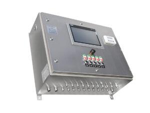 Schaltschrank/Steuerschrank mit HMI-Touch-Panel und verschiedenen Eingabegeräten inkl. SPS für die Ex-Zone 1. Die Regelung des Gehäuseinnendrucks schützt die eingebauten Komponenten. Bild: Gönnheimer Elektronic GmbH