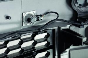 Torsionales Ultraschallschweißen: Industriell bewährte Technologie für lackierte, dünnwandige Stoßfänger mit Klasse A Oberflächen. Bild: Telsonic