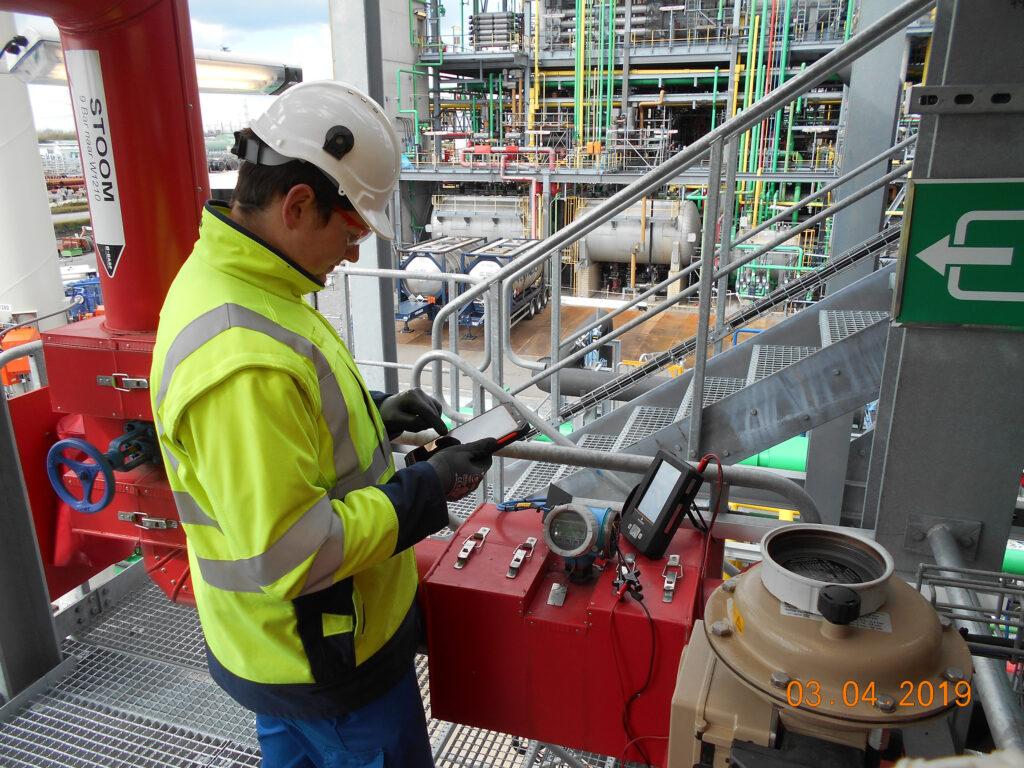 Loop-Checks im Blick: Mit digitaler Anlagendokumentation hat der Projektleiter jederzeit den Überblick über den aktuellen Stand der Tests. Bild: BASF Antwerpen