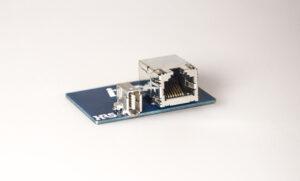 Mit dem Steckverbinder ix industrial erreicht man eine 5-fach höhere Packungsdichte im Vergleich zum herkömmlichen RJ45 Format. Bild: Helukabel