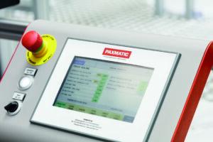 Die Schweißparameter werden am Bedienterminal der Maschine eingestellt. Bild: Telsonic