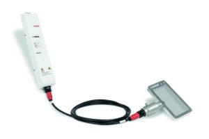 Der Generator wandelt die normale Netzspannung in Hochfrequenz um und überträgt diese an den Konverter. Der wiederum wandelt die Hochfrequenz in Ultraschallschwingungen um, die dann über den Resonator den Siebrahmen zum Schwingen bringen. Die Schwingungen werden an das Siebgewebe abgegeben und dort gleichmäßig verteilt. Bild: Telsonic