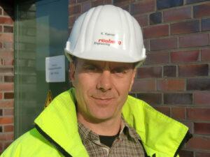 """Klaus Kerner, Process Control Technology Project Manager bei der Rösberg Engineering GmbH: """"Über zehn Jahre hinweg haben wir nun das Projekt in Jemgum von der Entsolung bis hin zur Gaserstbefüllung auf verschiedenen Stationen betreut."""" Bild: Rösberg"""